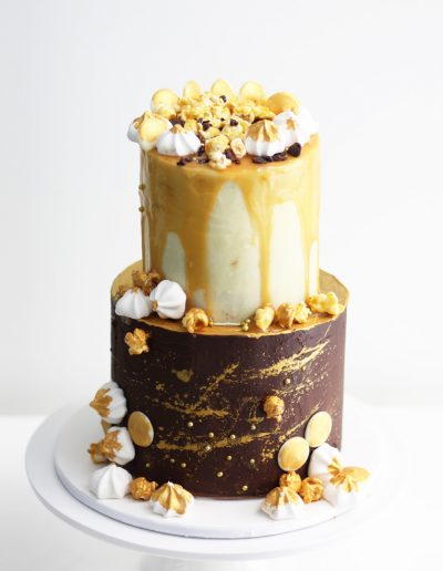 cake-gallery-chocolate-caramel-drip-cake_sweetmakescakes-homepage_1